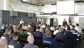"""Reunión a bordo del buque español """"Castilla"""", previa al ejercicio. Foto: CGMAD"""