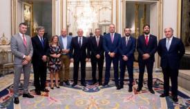 Los alcaldes del Campo de Gibraltar junto al ministro de Exteriores, Josep Borrell