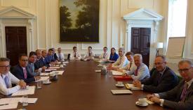 Las delegaciones de Gibraltar y del gobierno británico, en la reunión del lunes en Londres