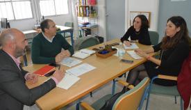 Imagen de la reunión en el colegio de Taraguilla