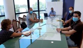 Un momento de la reunión de hoy entre el alcalde linense y responsables de Correos