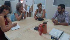 Juan Franco, junto a la concejal de Asuntos Sociales y dirigentes de la coordinadora