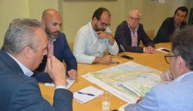 Imagen de la reunión del alcalde con los empresarios