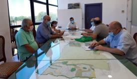 La reunión entre el Foro por la Memoria y el alcalde de La Línea