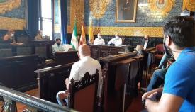 Ayuntamiento y hosteleros de Algeciras analizan la situación del sector