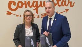 El alcalde y la concejal de Turismo han presentado la revista de Semana Santa