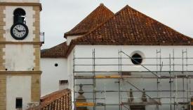 El nuevo rosetón se está instalando en Santa María la Coronada