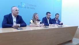 Irene García y Juan Franco, en el centro de la imagen, junto a Ruiz Boix y Mario Fernández