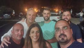 Ruiz Boix (arriba a la izquierda) anoche junto a parte de su equipo tras la victoria. Foto: NG