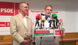 Salvador de la Encina y Juan Lozano, hoy en la sede del PSOE en Algeciras