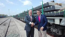 Sanz y Landaluce el pasado mes de junio con un cargamento de traviesas