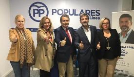 Antonio Sanz, con el candidato a alcalde de La Línea por el PP, Juan Pablo Arriaga