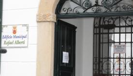 Entrada a la sede de la Universidad Popular de San Roque