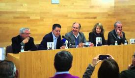 Serrano Valero, en una imagen de archivo presentando otra de sus obras