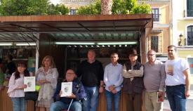 Los participantes en la lectura de poemas en Estrechando