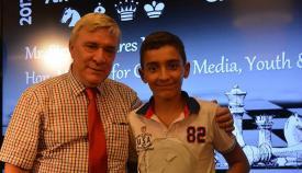 El joven español Alex Garrido, junto a Steven Linares