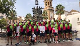 Los ciclistas con Rodríguez Ros en Algeciras