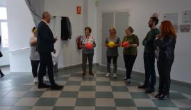 El alcalde de San Roque, en su visita a 'La Ermita'