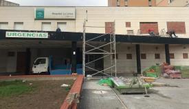 El hospital antiguo fue tapiado pero ni aun así ha evitado la entrada de personas. Foto: NG