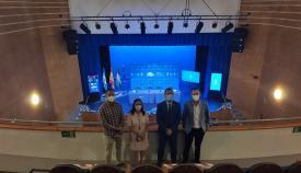 Juan Franco y concejales, hoy en el renovado Teatro 'Paseo La Velada'. Foto: lalínea.es