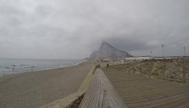 Una imagen de archivo de un día de temporal en La Línea. Foto: NG