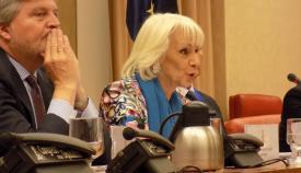 Teófila Martínez, junto a Iñigo Méndez de Vigo en el Congreso