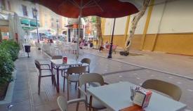 Una terraza de un bar en pleno centro de La Línea
