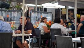 Las restricciones han afectado a los bares y restaurantes. Foto Sergio Rodríguez