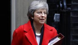 Theresa May advierte de que sus planes siguen siendo salir de la UE en marzo