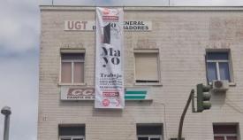 Pancarta desplegada en la sede del sindicato CCOO en Algeciras