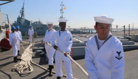 Miembros de la dotación del 'USS Donald Cook' se preparan para zarpar de la base de Rota. Foto US Navy