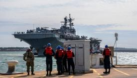 El 'USS Iwo Jima' atracando en la base de Rota el pasado 23 de abril. Foto US Navy/Eduardo Otero