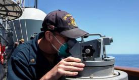 El intendente jefe John Grady, en la cubierta del 'USS Vella Gulf', durante su singladura por el Mediterráneo. Foto US Navy/Dean M. Cates