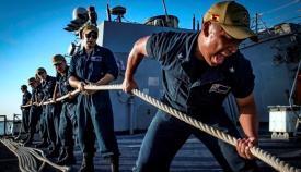 La tripulación del 'USS Carney' ha lucido la bandera de España en sus gorras durante casi cinco años. Foto US Navy/Ryan U. Kledzik