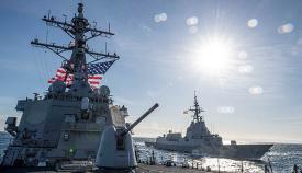 El 'USS Carney', en primer plano, y la 'Álvaro de Bazán', el pasado 17 de diciembre en aguas del Atlántico. Foto Us Navy/ Fred Gray IV