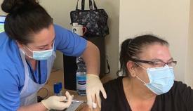 Personal de la GHA  vacunando. Foto GHA