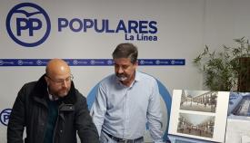 Juan Carlos Valenzuela, a la izquierda, será coordinador de Vox en La Línea