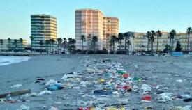 La playa de Poniente tras uno de los temporales del último invierno
