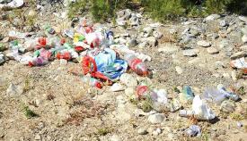 Plásticos acumulados, en una foto de archivo difundida por Verdemar