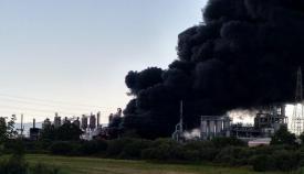 Imagen de la nube de humo en el incendio de ayer en San Roque