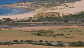 Imagen parcial de la playa de Valdevaqueros