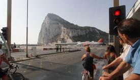 Verja Gibraltar semáforo Peñón