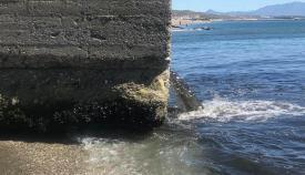 Vertido denunciado en la playa de Levante de La Línea