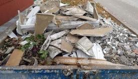 El fibrocemento, rico en amianto, arrojado a una cuba en Los Barrios