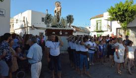 Procesión de la Virgen del Carmen por las calles de Puente Mayorga