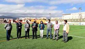 El alcalde en uno de los campos en los que se está instalando el césped. Foto: Ayto Algeciras