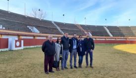 Autoridades locales, en una visita a la Plaza de Toros el pasado invierno