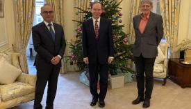 El gobernador con el ministro de Turismo y el escritor británico. Foto GG