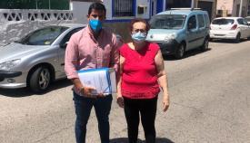 El concejal de Participación, con la presidenta vecinal de Los Pastores