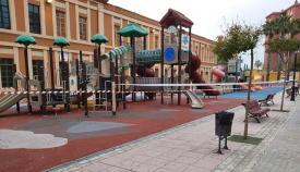 Un parque infantil de La Línea, totalmente precintado